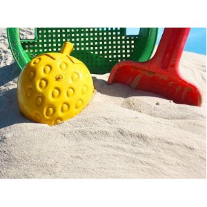 Spielzeug im Sand
